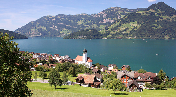 Beckenried Lake Luzern by NormanB Wikimedia Commons