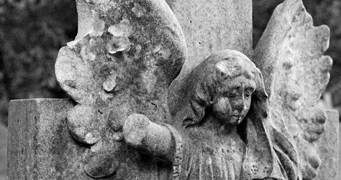 Headstone Highgate cemetery by Marek Schling