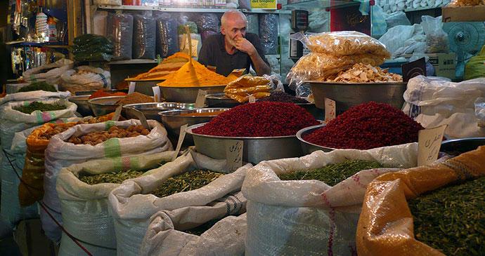 Spice seller Esfahan bazaar Iran by Mohammad Jhiantash Wikimedia Commons