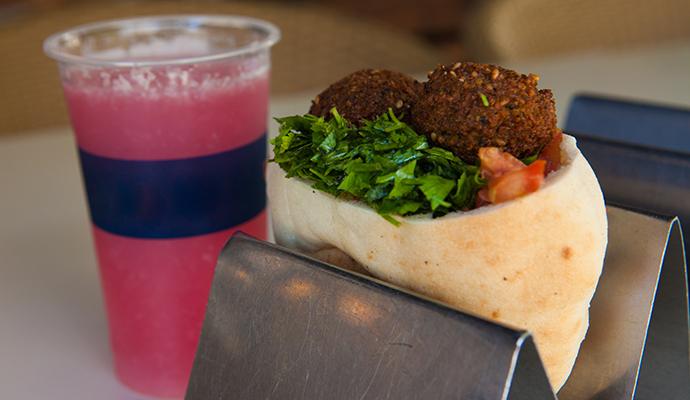 Falafel takeaway Tel Aviv Israel by © Dana Friedlander, IMOT