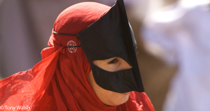 Bedouin woman, Nizwa, Oman by Tony Walsh