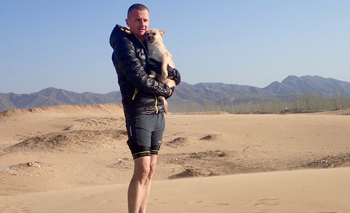 Dion and Gobi in the desert by @findinggobi