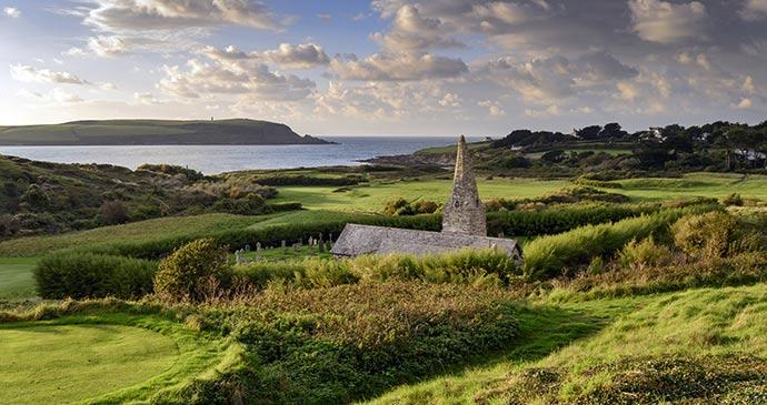Daymer Bay and St Enodoc church © Helen Hotson, Shutterstock