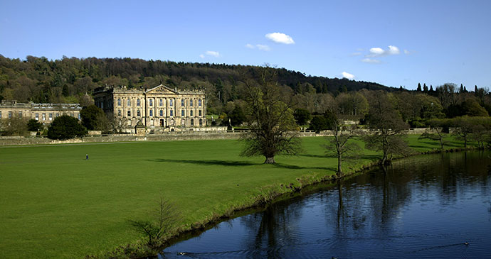 Chatsworth House Peak District England © David Muscroft, Shutterstock